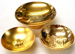金、プラチナ、ダイヤモンドなどの貴金属の買い取りをしております。